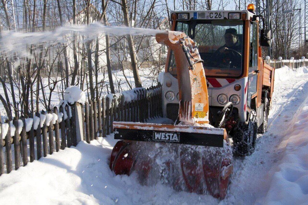 snow-thrower-70035_1280(1)